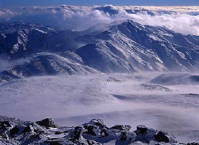 荒れる別山 厳冬の御前峰から