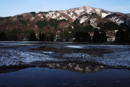河原山から午後の日に照らされた高倉山<br />