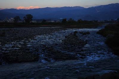 日没前の白山