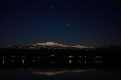 月光に照らされた白山