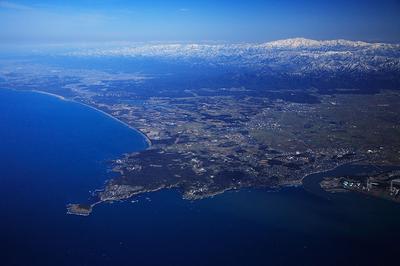 東尋坊沖から雄島と白山