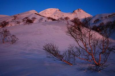 転法輪谷右岸から朝の白山