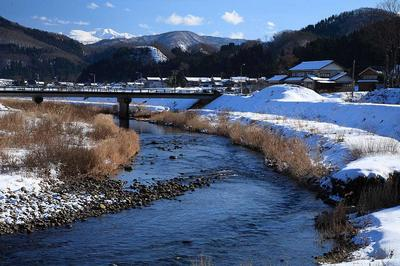 三坂大橋下流部から見た白山