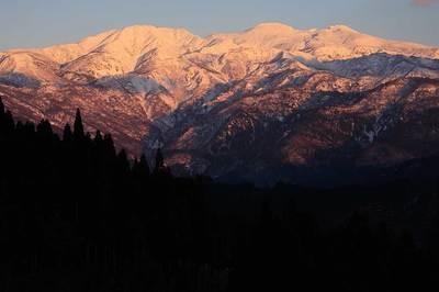 夕陽を浴びた白山
