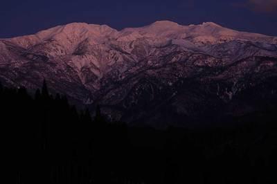 西の空が再び色づき白山が