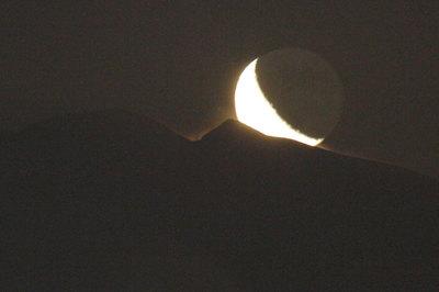 白山御前峰からのぼる月