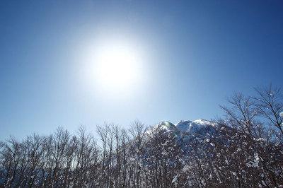 シャクナゲ平から見た荒島岳