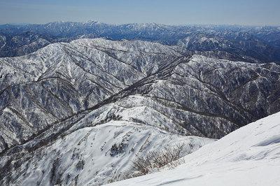 荒島岳山頂から能郷白山方面を見る