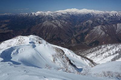 荒島岳山頂直下から見た白山