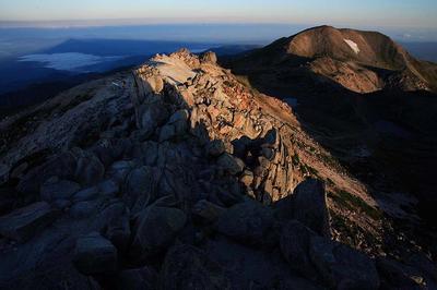 御前峰から日の出直後の景観
