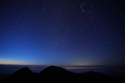 夜明け前の白山 大汝峰から