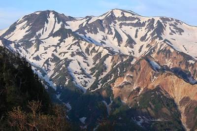 三俣峠の手前で垣間見た白山