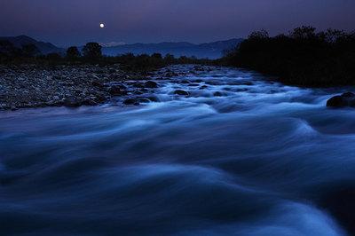 九頭竜川から白山と月
