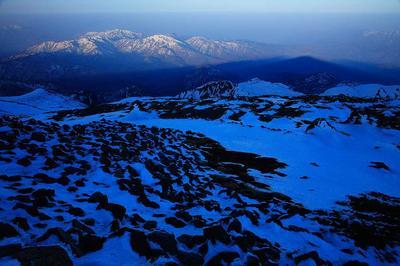 大汝峰から、加越国境の山々と白山の影