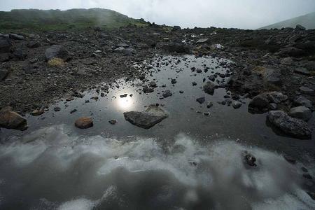 五色池の雪解け水