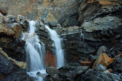 昨年の土石流の発生地点近くの滝