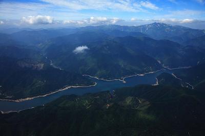 御母衣湖と白山