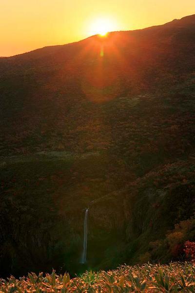 日の出と百四丈滝