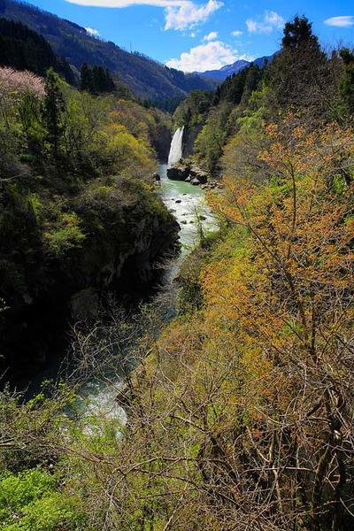 手取渓谷の綿ヶ滝