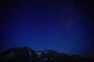 中宮道から見た白山の全容と星空