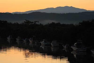 大聖寺川の河口近くの塩屋漁港の船着き場