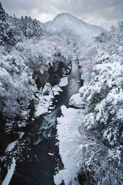 手取峡谷の不動橋から 下流方向