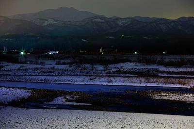 夜の手取川と白山
